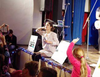 Celeste Buckingham v Závode + Fotogaléria